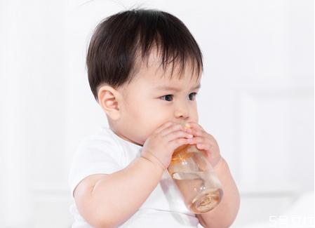 母乳亲喂和瓶喂营养一样吗 母乳亲喂和瓶喂都会瘦吗