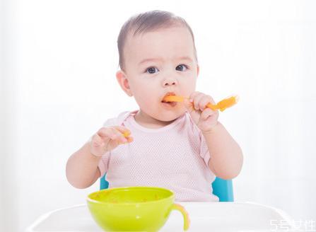 宝宝亚麻籽油多少钱一瓶 婴儿几个月吃亚麻籽油