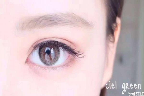 戴美瞳老是眨眼怎么办 第一次戴美瞳戴多久