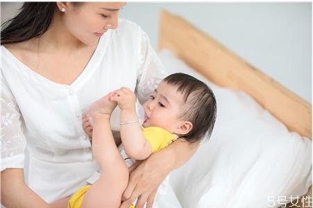 奶粉不适合宝宝的表现 宝宝喝奶粉不吸收的表现
