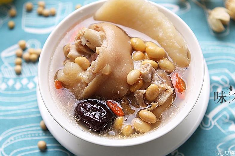 猪蹄胆固醇含量高吗 黄豆炖猪蹄的好处