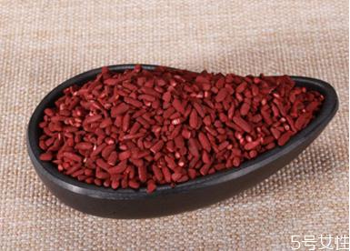 红曲米怎么给卤肉上色 红曲米的使用方法