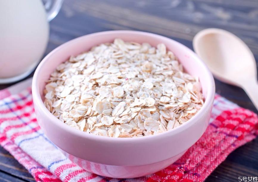 小孩早上吃燕麦片好吗 早餐吃燕麦片配什么好