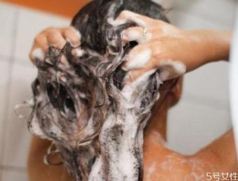 洗衣粉能洗头发吗 用洗衣粉洗头发会怎样
