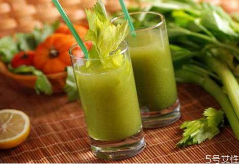 喝生的芹菜汁会拉肚子吗 芹菜汁什么时候喝最减肥