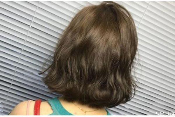 头发干燥怎么护理才能柔顺 头发太干燥了怎么保养