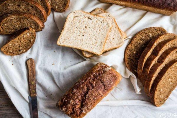 吃全麦面包会长胖吗 全麦面包纤维高还是黑麦面包