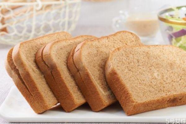 长期吃全麦面包的危害 全麦面包的功效与作用