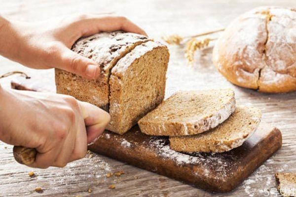 全麦面包的好处有哪些 自制全麦面包教程
