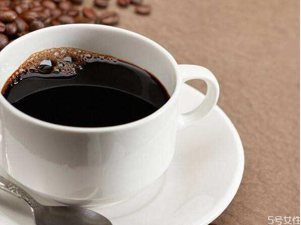 白色衣服上的咖啡渍怎么清洗 杯子上的咖啡渍怎么洗掉