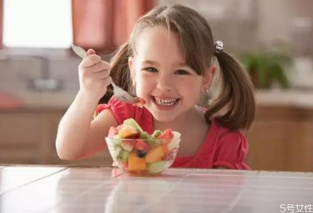 容易导致宝宝噎食的行为有哪些 宝宝噎食急救措施