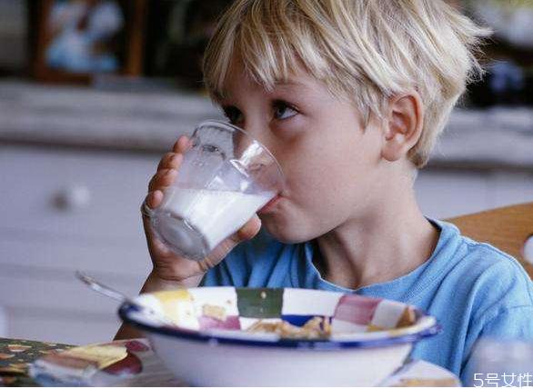 怎么有效预防宝宝噎食 宝宝噎食急救误区有哪些