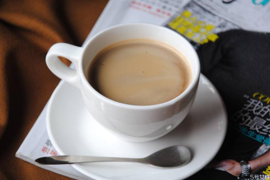咖啡可不可以用冷水泡 刚泡的咖啡可以直接加冰块吗