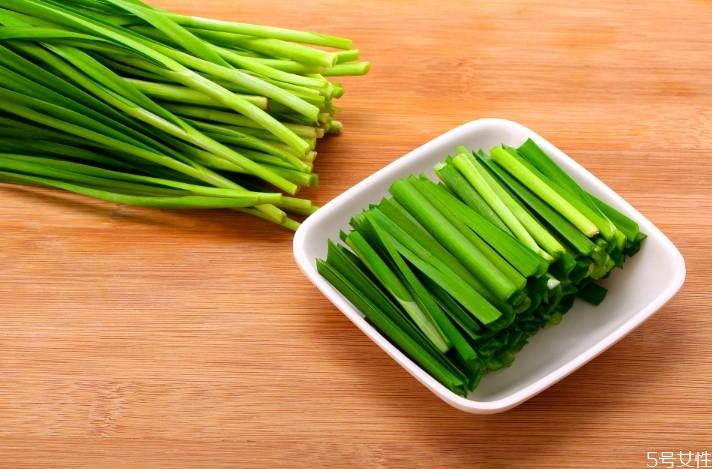 野韭菜一般长在什么地方 野韭菜的副作用
