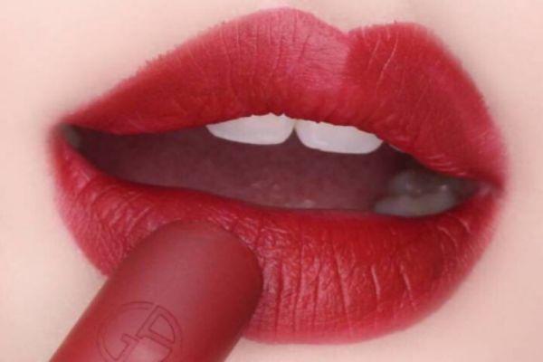 涂完唇膏多久涂口红 润唇膏和口红的区别
