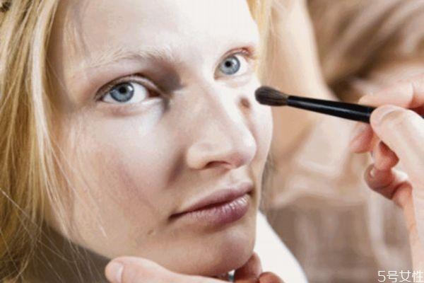 化妆遮瑕什么步骤 化妆遮瑕步骤