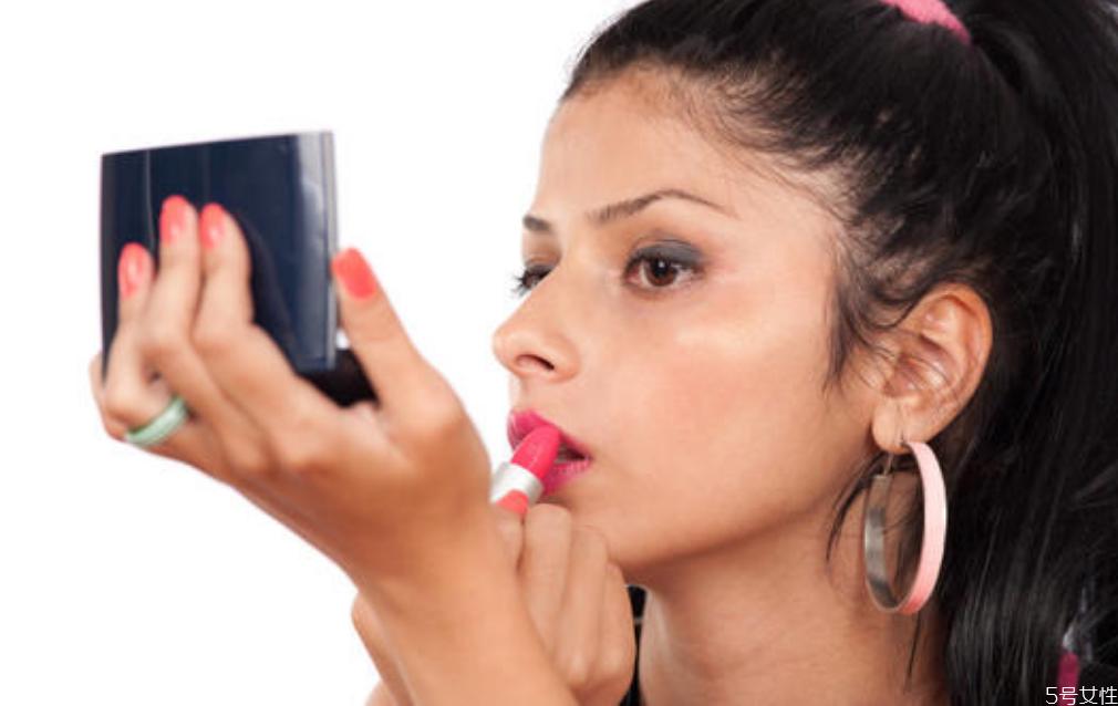粉底液的其他用途 化妆品过期怎么变废为宝