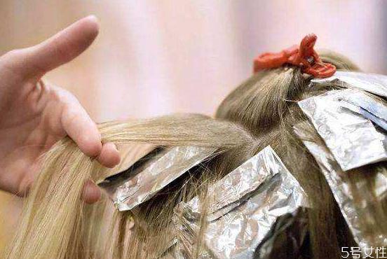 爆顶了洗几次头会恢复吗 头发爆顶怎么补救