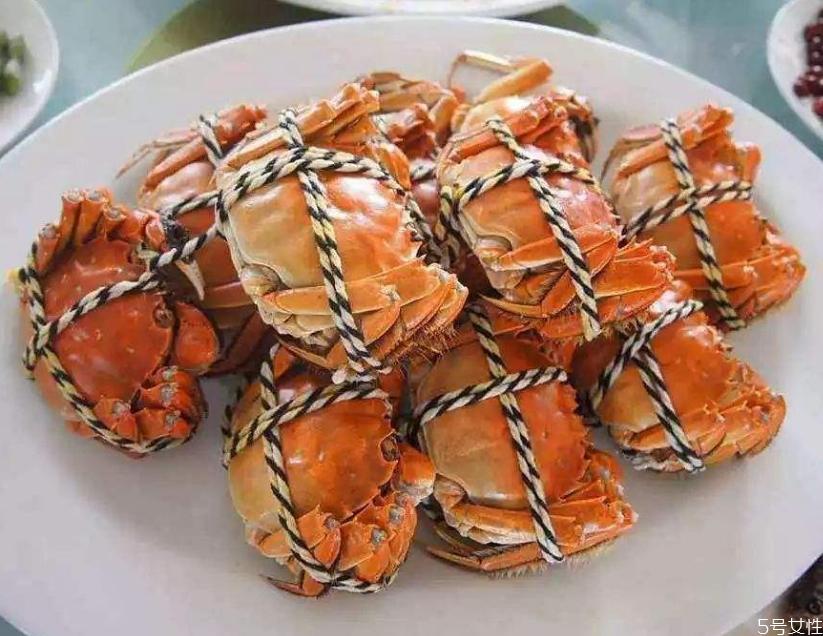 为什么死螃蟹不能吃 死螃蟹吃了会怎么样