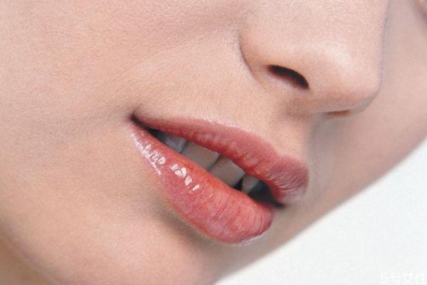 嘴巴起皮怎么办 如何去除唇部的死皮