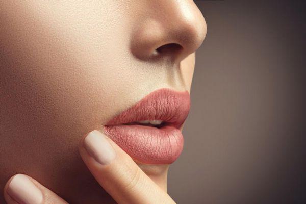 秋季唇部干裂怎么办 唇周围肤色暗发黄怎么办