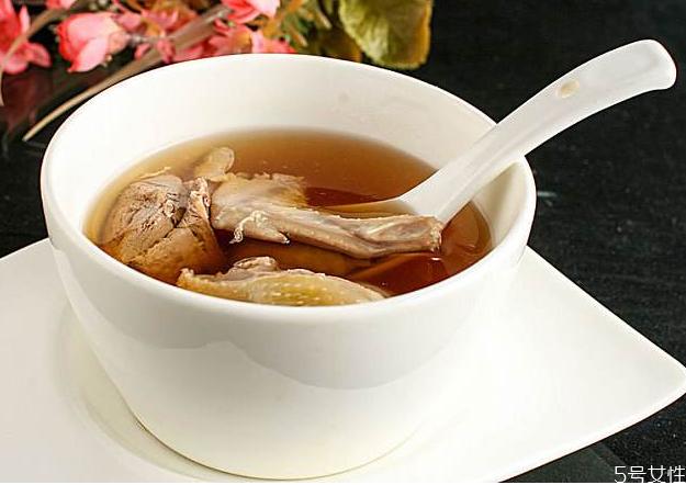 鸽子汤炖半个小时可以吃吗 鸽子汤一天喝多少合适