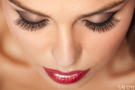 如何正确卸干净眼妆 怎样卸妆才是正确的