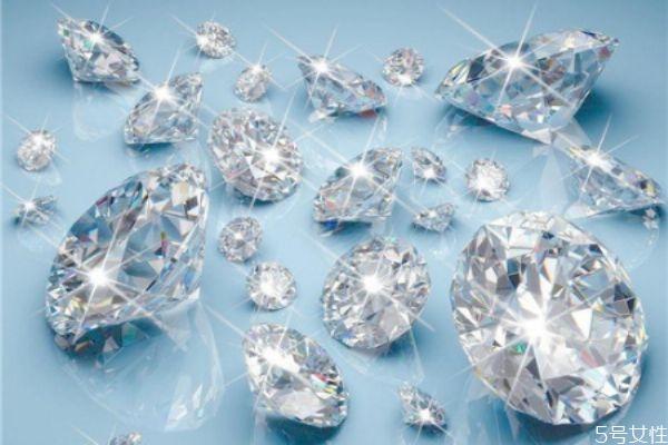 裸钻的价格由什么决定 裸钻和成品钻戒的区别