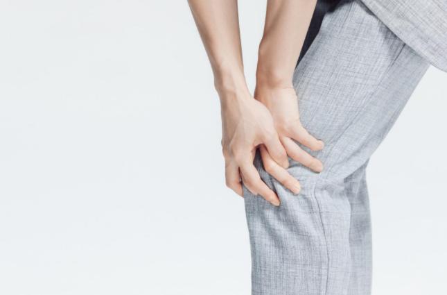 秋季如何保养膝关节?试试这几种方法搭配氨糖软骨素钙片