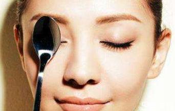 眼睛哭的特别肿能不能睡觉 晚上哭怎么防止眼睛肿