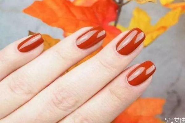 秋冬什么颜色指甲油显白 低调又显白的指甲颜色