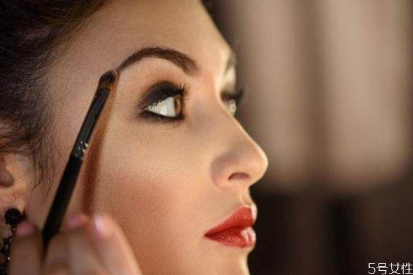 眉笔颜色该如何选择 眉毛怎么定妆不脱妆