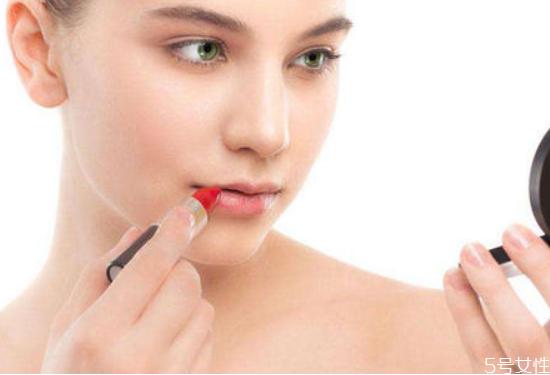 学生多少岁可以涂口红 女生一般多大可以化妆