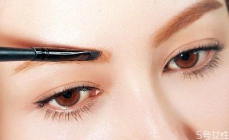 单眼皮适合哪种眉毛 如何选择合适的眉形