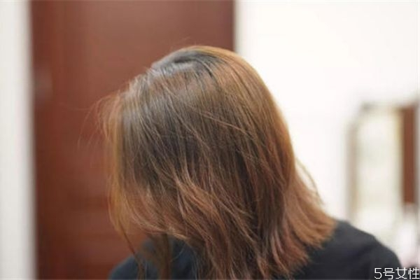 没有吹风机怎么让头发蓬松 让头发蓬松的窍门