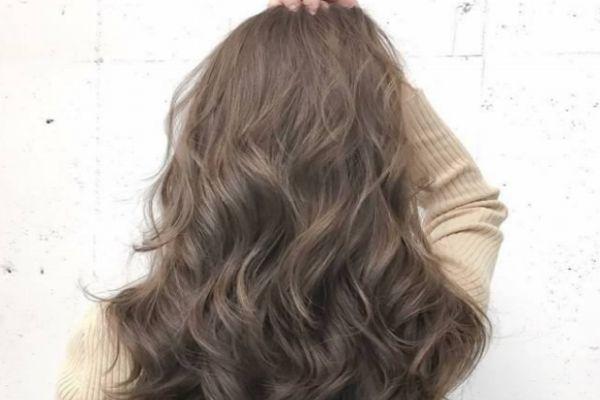 怎么恢复梳开了的卷发 烫卷发后的护理方法
