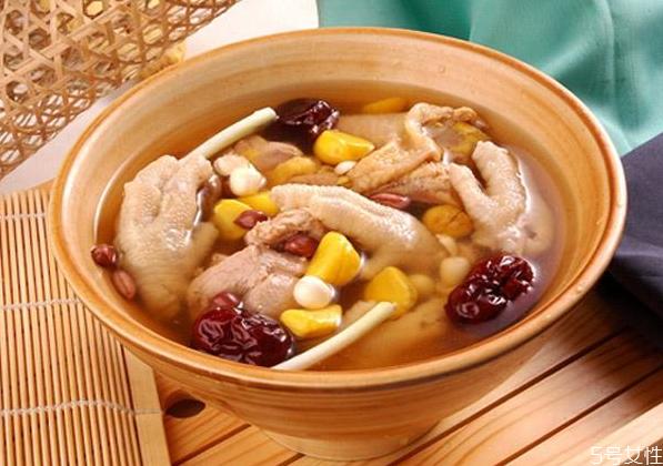 板栗煲什么汤比较好喝 板栗煲汤的做法大全