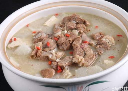 三伏天喝羊肉汤有什么好处 三伏天喝羊肉汤会上火吗