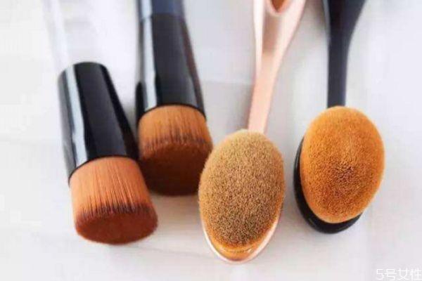 碗状粉底刷和牙刷粉底刷哪个好 粉底刷怎么用不会有刷痕