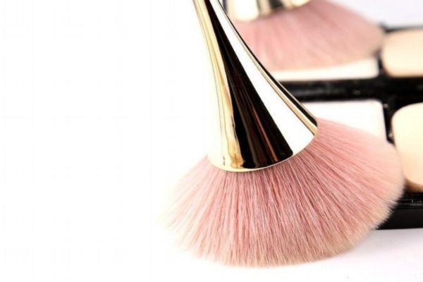 蜜粉刷用什么毛比较好 蜜粉刷可以当腮红刷吗