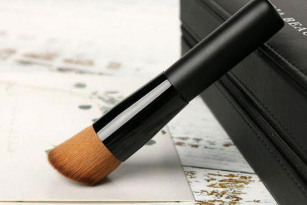 平头刷能用来刷隔离霜吗 平头化妆刷是用什么的