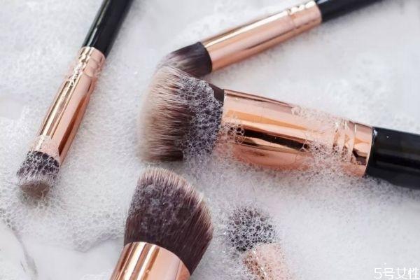 化妆刷清洗了多久干透 化妆刷可以用冷风吹干吗
