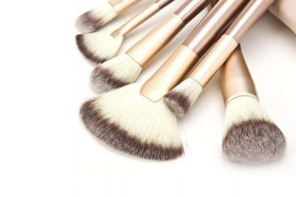 化妆刷放在哪里晾干 化妆刷洗后不蓬松怎么办
