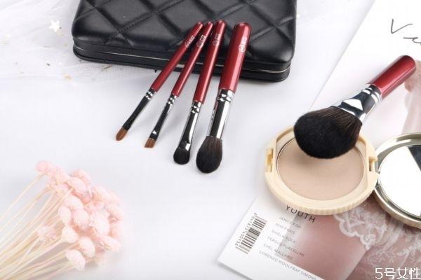 化妆刷有没有保质期 化妆刷是越扎实蓬松越好吗