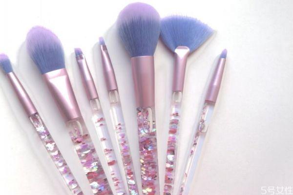 刷子是不是越软越好 新手怎么选择化妆刷