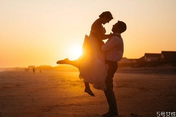 一般分手多久后男生想你 男人分手后越久越想她