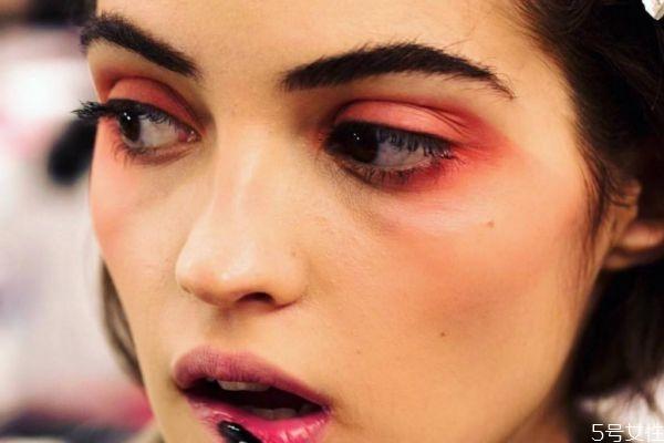 为什么一化妆就显老 哪种人化妆反而不好看