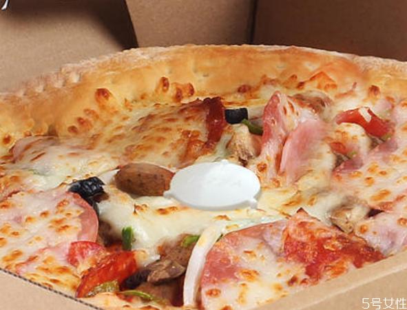 披萨为什么要放个三脚架 披萨上的小架子是干什么的