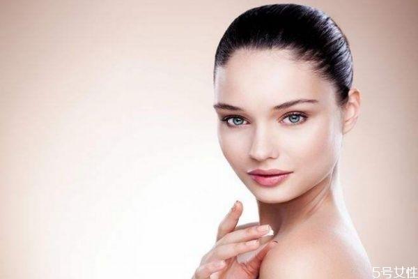 皮肤暗黄用什么护肤品 水乳有必要买贵的吗