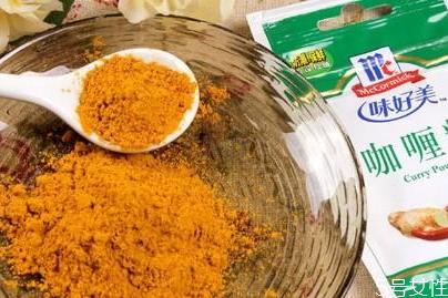 咖喱粉能直接撒食物上吗 咖喱粉可以生吃吗